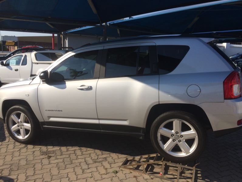 Jeep Compass 2.0 Cvt Ltd '11 - Current